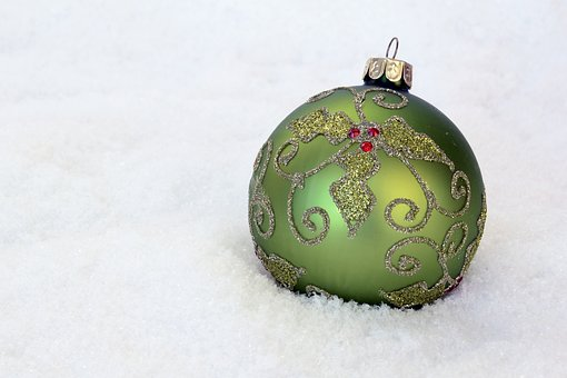 christmas bauble 2956230 340